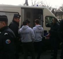 Emmené en fourgon blindé : la liberté d'expression est trop dangereuse pour Hollande