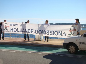 Déploiement de la banderole à Saint Maxime (16/11/2014)