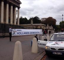 Le 5 Octobre, pendant que certains suivent le mouvement, d'autres passent à l'Action !  Les militants Hollande Demission s'affichent à l'Assemblee, sur les Champs, et au milieu de la Manif malgré les protestations de services d'ordres qui souhaitent faire le travail des flics de Hollande ! Hollande Démission = ACTION !!